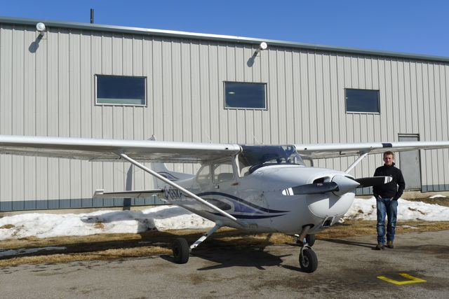 Hanging out with a Cessna 172 at CYBW